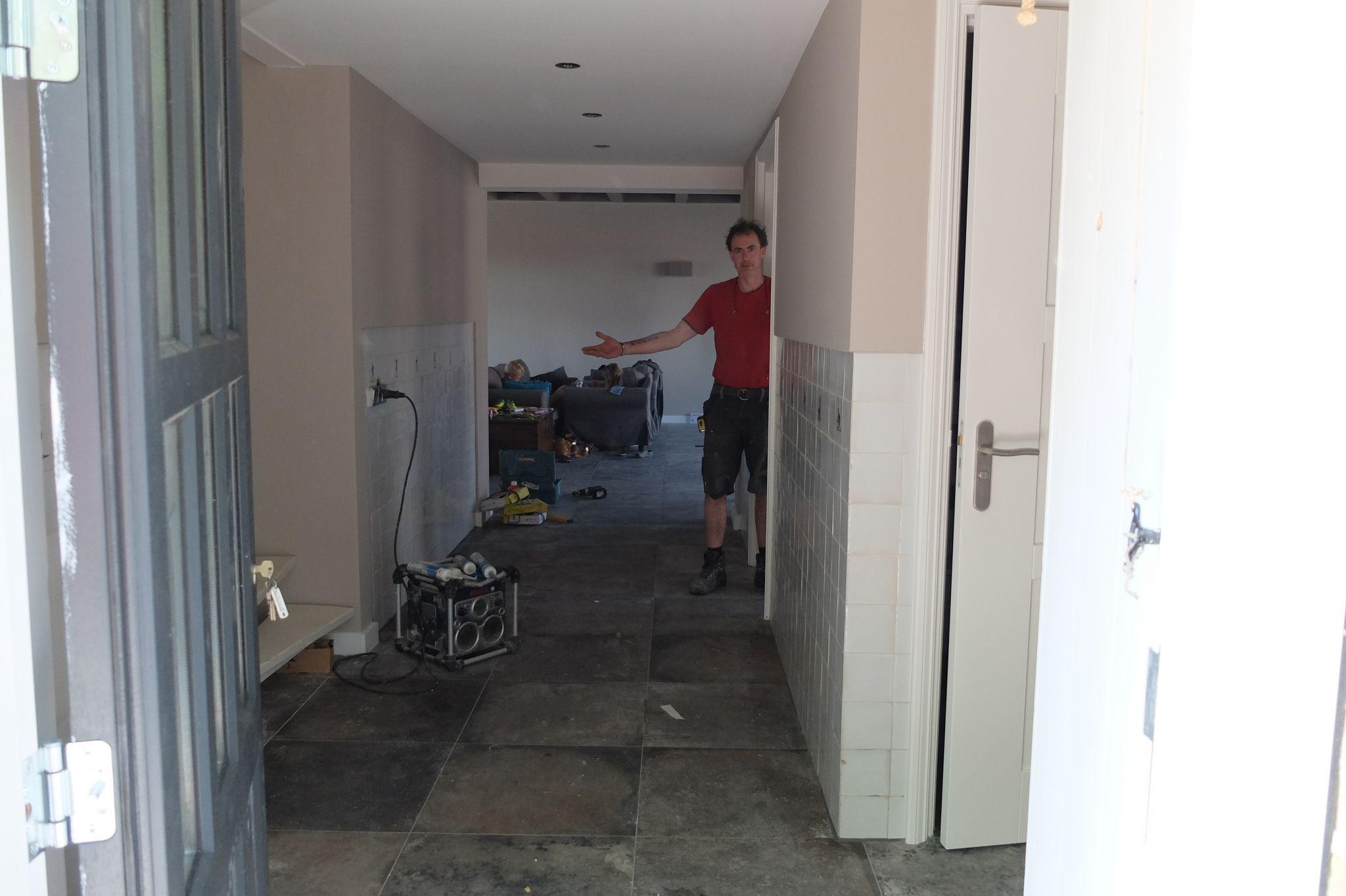 Grote verbouwing Keuken woonkamer vloer en deuren en kozijnen ...